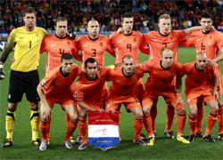 Netherlands plays the Semi-Finals against Uruguay in the South Africa world cup 2010, an stage where the national teams play a standard single elimination game, there are no ties during the match and after 90 minutes if ends draw there are two extra times of 15 minutes and if draw to the penalty kicks to know the winner of the round Semifinal go to the final
