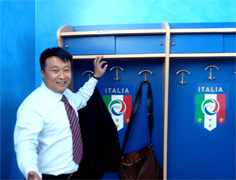 The managers of Shandong Luneng Club of China visiting the Coverciano facilities